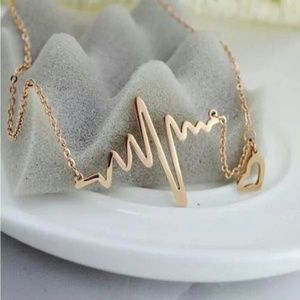 Jewelry - DIVA FASHION HEARTBEAT NECKLACE NEW